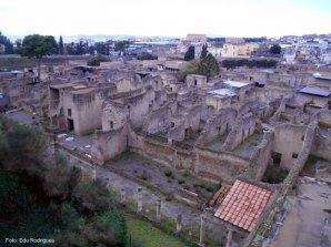 Conjunto de ruínas romanas em Herculano, Itália