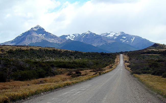 Estrada entre Puerto Natales e Torres del Paine