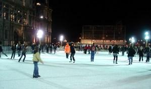 Rinque de patinação no gelo, em frente ao Hotel de Ville, Pari