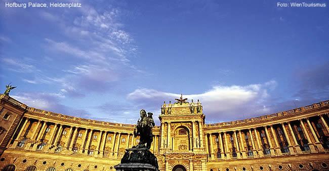Hofburg Palace, Heldenplatz, Viena