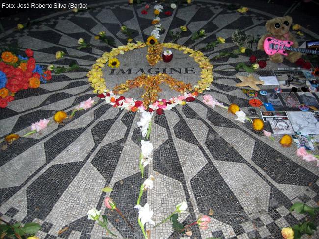 Homenagem a John Lennon, junto ao Central Park, New York, foto Barão