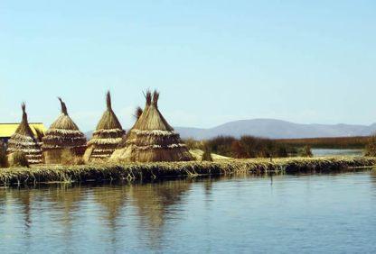 Ilhas flutuantes dos uros no lago Titicaca