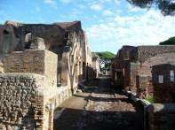 Rua em Ostia Antica, Itália
