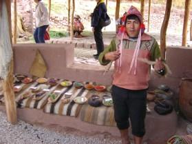 Os extratos naturais usados no tingimento de lã, Vale Sagrado - Foto Manual do Turista