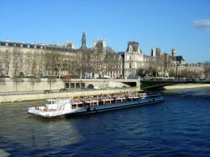 Paris, França, bateaux-mouche no Sena