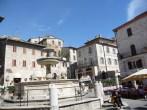 Praça em Assis, Umbria, Itália