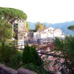 Ravello, no alto, sobre o Mediterrâneo