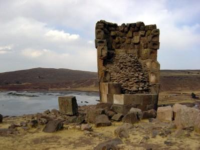 Ruínas pré-incaicas de Silustani junto do lago Titicaca