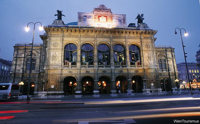 State Opera House à noite, Viena, Áustria