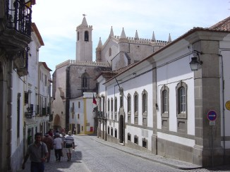 Rua em Évora, no Alentejo, Portugal