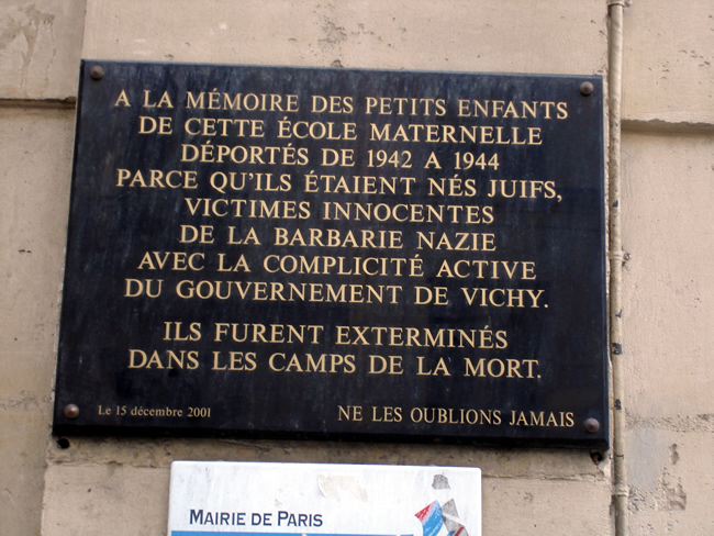 Marais, placa sobre a deportação de crianças judias durante a ocupação