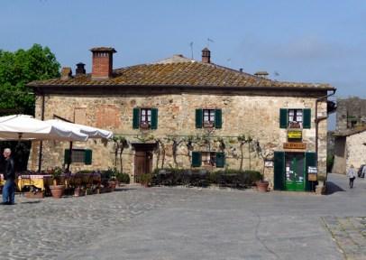 Monteriggioni, Toscana, Itália. O interior do país é barato e fascinante