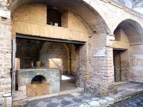 Taverna da época romana, Ostia Antica