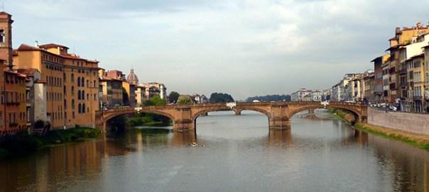 Ponte Vecchio sobre o rio Arno, Florença