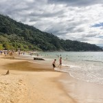 Praia de Laranjeiras em Sta. Catarina