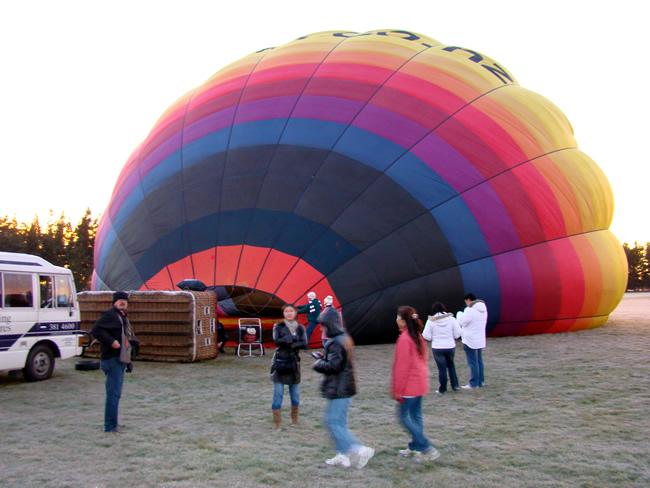 Preparativos para vôo de balão sobre a South Island
