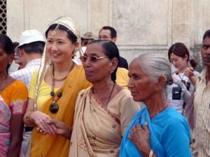 Turista japonesa com indianas, Delhi Índia