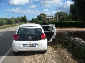 De carro, chegando a Alberobello, na Itália