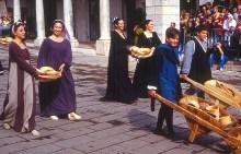 Calendimaggio, Assis, festa medieval