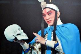 Peça de teatro em Elsingor, grupo japonês representa Hamlet, de William Shakespeare