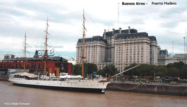 Puerto Madero, Buenos Aires, cheio de restaurantes e bares