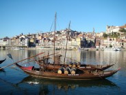 Rio Douro, que corta a cidade do Porto, Portugal