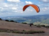 Preparando para levantar voo em paraglider em Atibaia