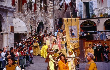 Calendimaggio em Assis, Itália