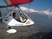 Nepal, voo de power paraglide junto do Himalaia