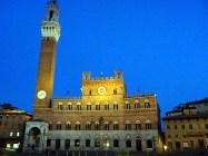 Piazza del Palio ao anoitecer, Siena, Itália