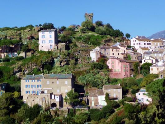 Capo Corse, povoado nas montanhas