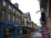 Bayeux, Mémorial, rua do centro histórico