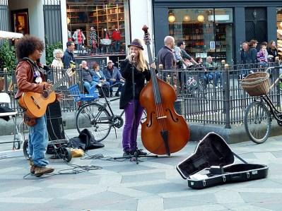 Músicos de rua, centro de Copenhagen