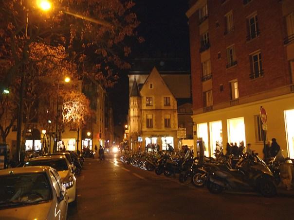 Bairro do Marais em Paris à noite