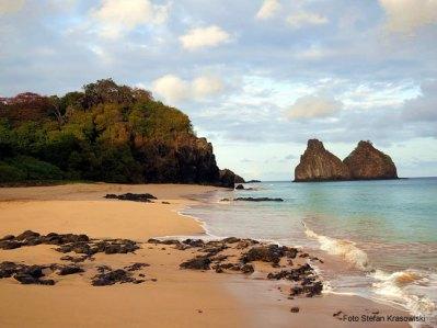 Praia na ilha de Fernando de Noronha - Foto Stefan Krasowiski CCBY