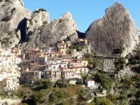 Castelmezzano, entre picos rochosos, na Itália