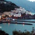 Costa Amalfitana ao escurecer