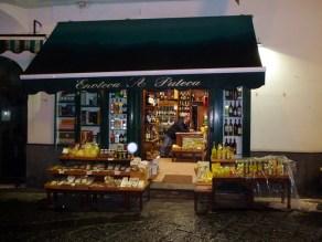 Loja de produtos típicos em Amalfi, Itália
