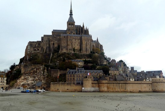 França, Normandia, Mont St-Michel em dia chuvoso de novembro