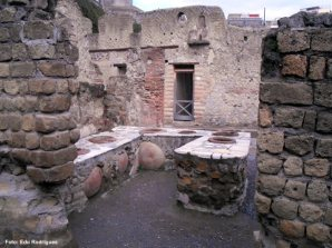Taverna no período romano, em Herculano, Itália