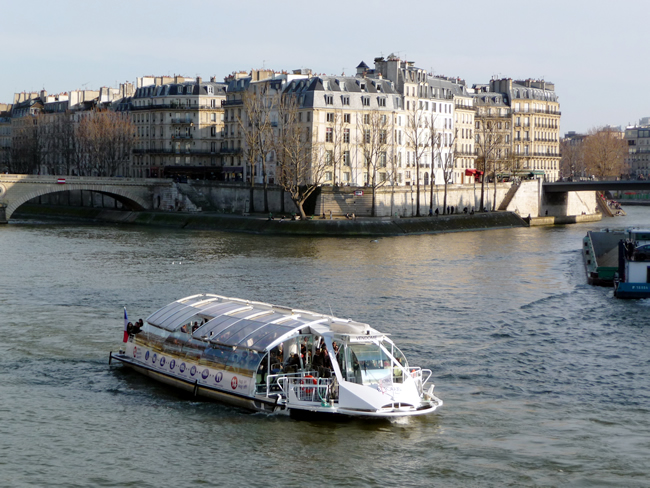 Tour de barco em Paris