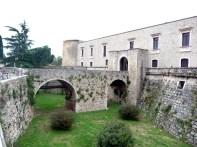 Venosa, acesso ao castelo