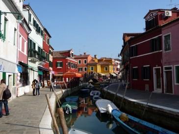 Canal em Burano, Veneza, Itália