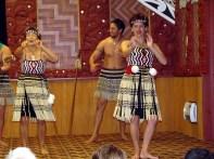 Espetáculo folclórico mauri, em Rotorua, na Nova Zelândia