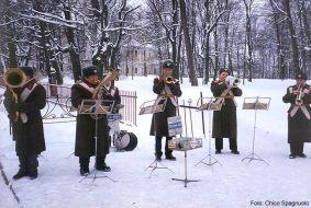 Músicos em parque de Moscou