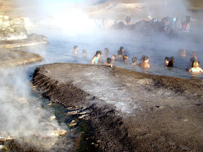 Piscina natural de água quente, em El Titio, Atacama, Chile