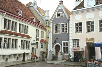 Praça central em Tallin, Estônia, Europa Oriental