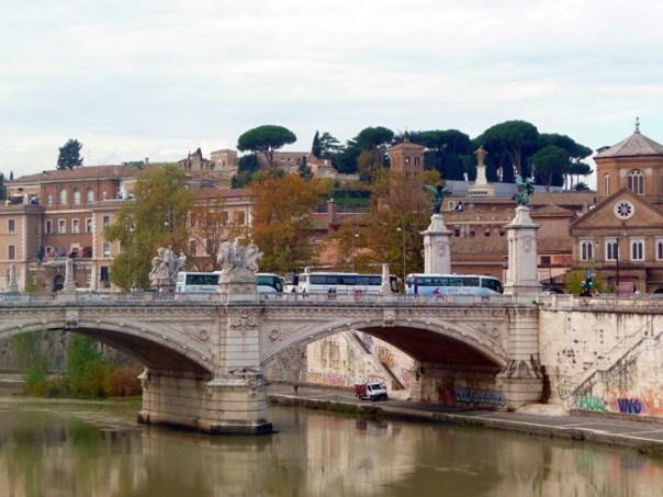 Ponte sobre o rio Tibre, em Roma