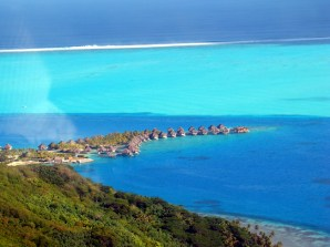 A laguna de Bora Bora, e o quebra-mar à sua volta
