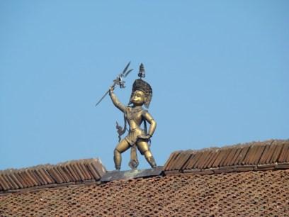 Peça de bronze, telhado em Patan, Nepal